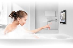 Die Lieblingskomödie in der Badewanne schauen: Selbst das ist mit speziellen Wandhalterungen für Tablet-Rechner nun möglich.