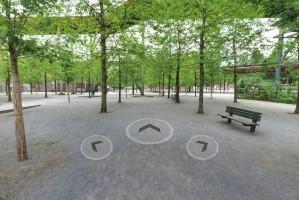 Links abbiegen oder geradeaus: Die eingeblendete Navigation ermöglicht es, sich frei im dimensionalen, virtuellen Raum zu bewegen.